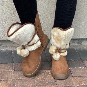 NIB Faux Fur Lined Cozy Warm Pom Pom Winter Boots
